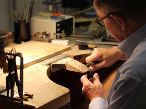 Traditionelle Handarbeit: Verlobungsringe von Grebe Schmuck