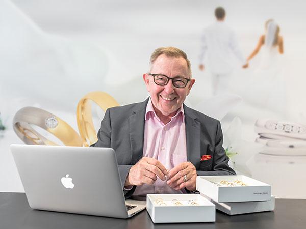 Goldschmid und Inhaber Uwe Grebe steht für Ihre Fragen immer gerne zur Verfügung.